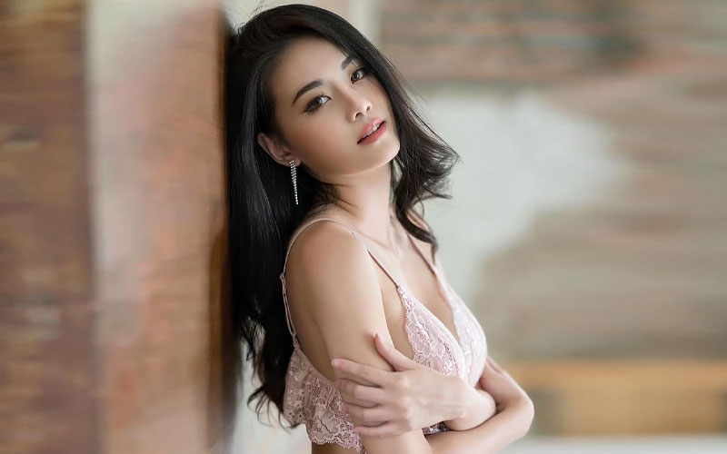 beautiful chinese bride in pink lingerie